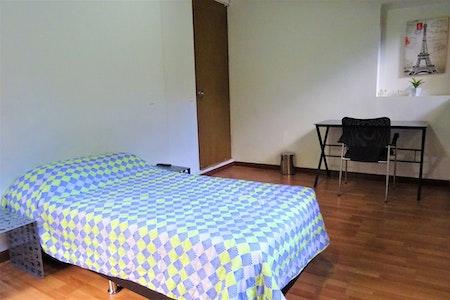 room_1213_2_201974202334.jpegslide