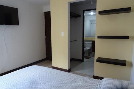 room_474_2.jpegslide