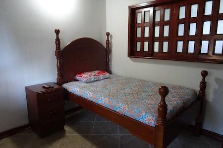 room_493_0.jpegslide