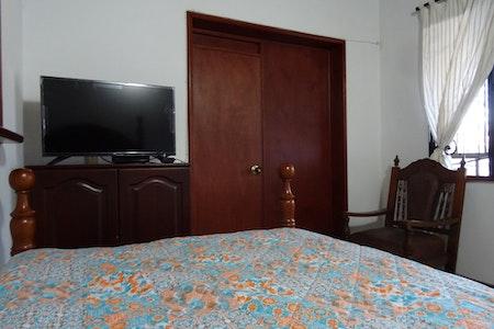 room_493_3.jpegslide