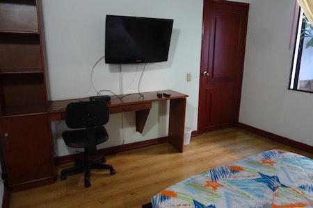room_494_2.jpegslide